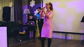 Karina Allavi - cover ABBA Happy New year AB InBev EFES