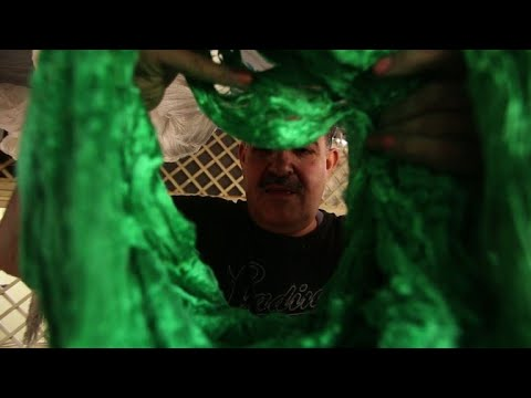 Un artisan de la soie damascène lutte pour préserver son métier