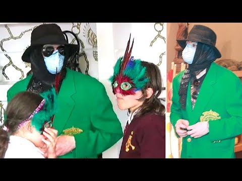 Michael Jackson Treats His Kids To Some Shopping At Ed Hardy And Off The Wall Antiques  [2009]