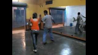 bailando cumbia Grupo Kual Negra ron y velas (ismael y laura)