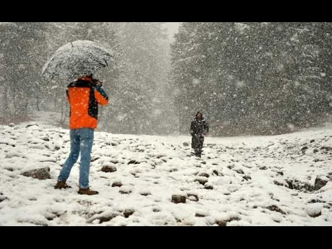 Heavy snowfall in Gulmarg Kashmir