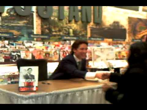 Joel Osteen book signing at Barnes and Noble in The Bronx ...