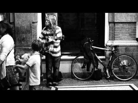 A golden voice - Street musician in The Hague