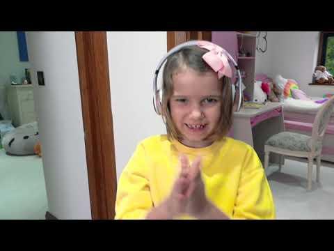 Катя наказала Макса и надула огромный шар в его комнате