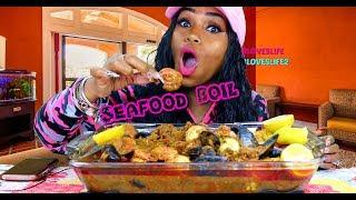 Mussels, shrimp, potatoes and corn