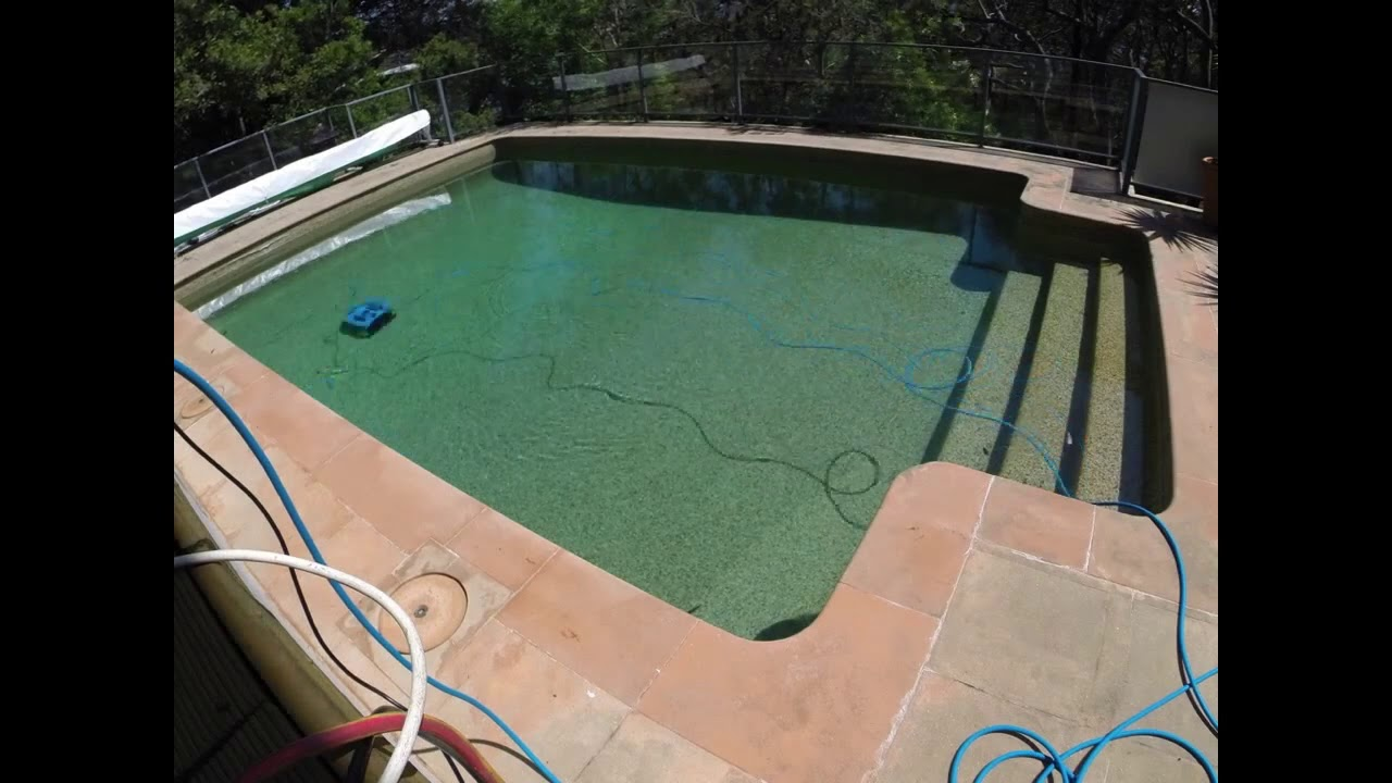 ICH iCleaner 200 Robotic Pool Cleaner in use