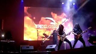 Hoy les presentamos a la Increíble Banda Pegasus アニメタル interpr...