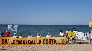 Il flash mob alla Marina di Montenero di Bisaccia