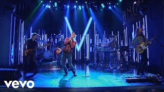 Maroon 5 - Maps (Live On SNL)