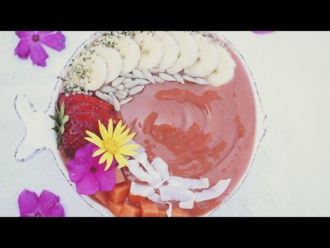 Strawberry Papaya Smoothie Bowl