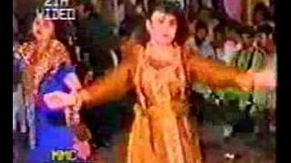 afghanistani girls dance at a wedding party