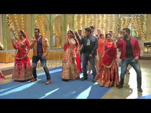 Akshara,  Naira and family dances on Karvachaut in Yeh rishta kya Kehlata hai