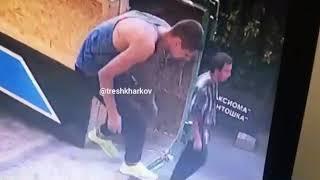 В Харькове подозреваемый в совращении школьниц попал на видео