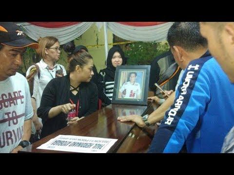 Cium Peti Jenazah, Perempuan Ini Minta Keluarga Tak Tangisi Kepergian Korban Mp3