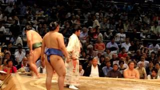前頭 maegashira11 Kitataiki (green mawashi) vs 前頭 maegashira 11 T...