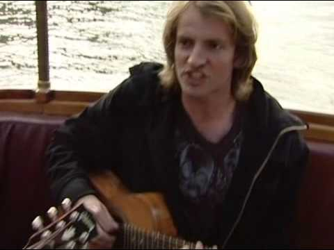 HQ Fiction Plane - 2 sisters - unplugged on Amsterdam Canals