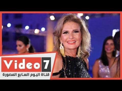 تكريم يسرا من مدير معهد العالم العربي وزير الثقافة الأسبق جاك ليون  - 17:00-2020 / 2 / 17