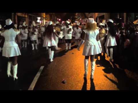 Desfile 5 De Noviembre  Colon