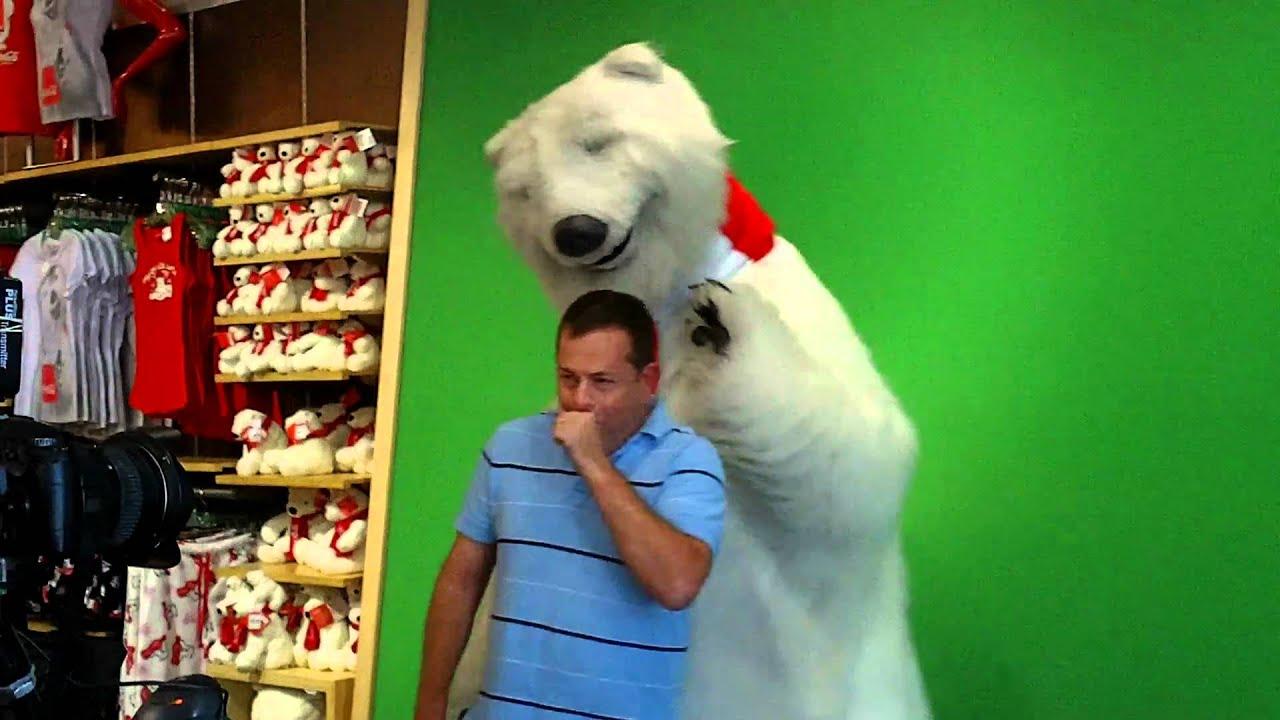 Гифка с медведем из кока колы