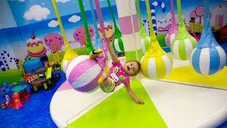 Кира и развлекательный центр Little Star игровая площадка. Развлечения для детей.