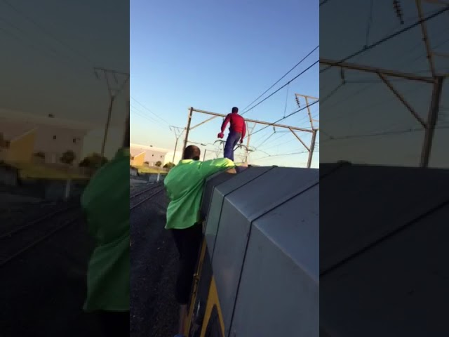 Train surfers risk their lives in Cape Town (2 of 2)