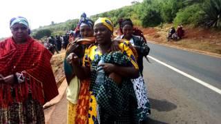 Video VIDEO FUPI:  Wazazi wafiwa ajali ya Lucky Vincent wakiomboleza walipofika katika eneo la Tukio download MP3, 3GP, MP4, WEBM, AVI, FLV April 2018
