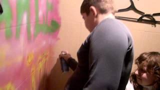Школьник нарисовал граффити (раско курит(, 2013-03-13T13:51:23.000Z)