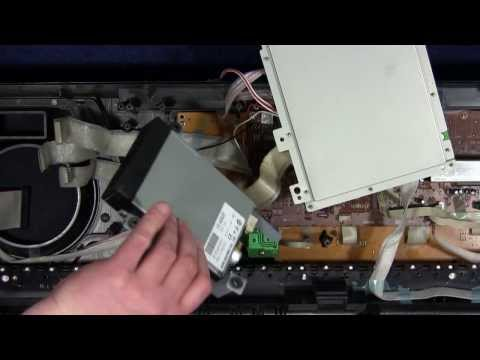 Removing the floppy disk drive of the synthesizer Yamaha PSR 550 to replace a floppy emulator part 1