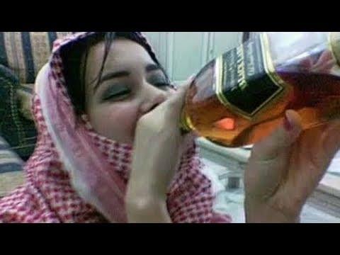 Suudi Arabistan'da İçki İçen Kadın, Ülkenin Gerçek Yüzünü Ortaya Çıkardı