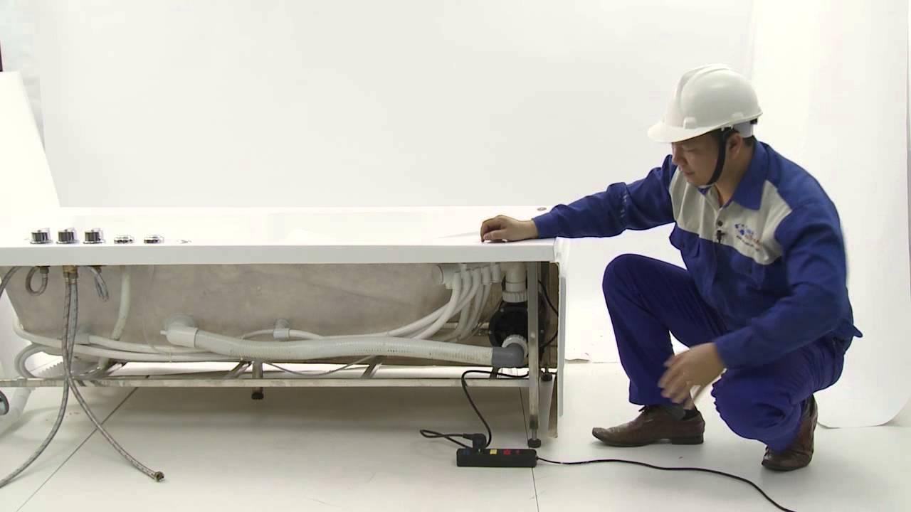 Bồn tắm thường được lắp đặt trước khi hoàn thiện xây dựng