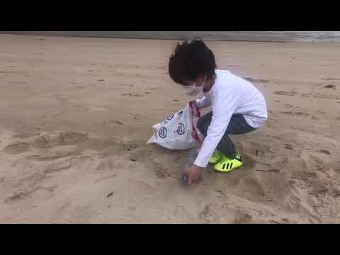 VÍDEO Campaña recogida plásticos en las playas de Llanes