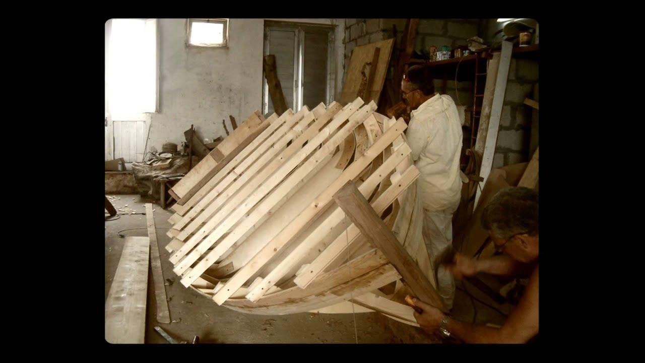 Stills of a feather costruzione di una barca in legno for Costruire una semplice capanna di legno