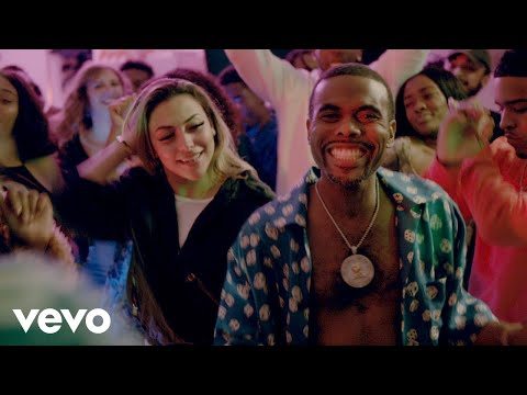 Смотреть клип Lil Duval - Pull Up Ft. Ty Dolla Sign