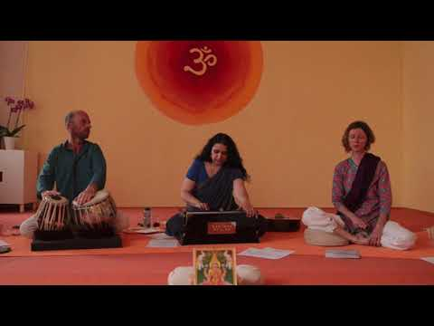 Hari Hari Bol/Vasu Deva (live) - Ein Mantra zum Mitsingen