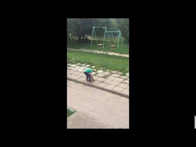Пьяный водитель катается по двору в Дивногорске