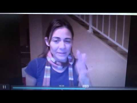 this this deaf actress Deanne bray kotsur talking and signing at the same time