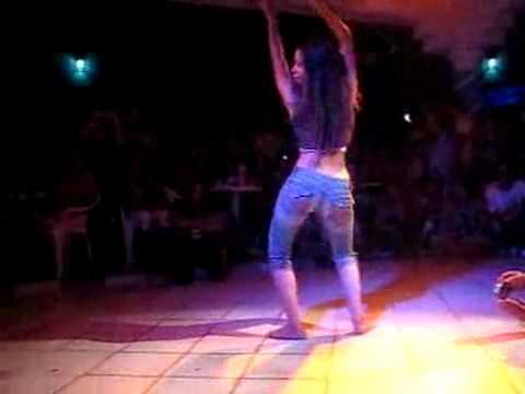 Sexy Latinas dancing to Merengue!