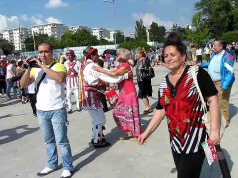 Calusari din Harsesti la hora mare in curte la OTV 27.06.2010.AVI