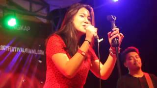 Danilla - Buddy Holly (weezer cover) At UI ANFEST'2015