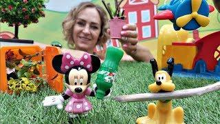 Spielzeugvideo für Kinder - Minnie Maus und Mickey Maus auf dem Spielplaz