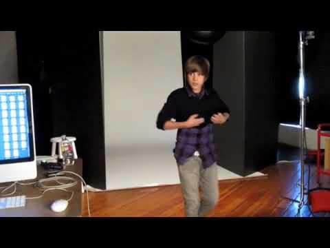 Justin Bieber Dances With Popstar!