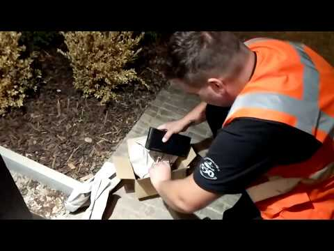 Amazon, Samsung Note 8 stolen 3 TIMES!, myHermes courier opening the parcel on doorstep