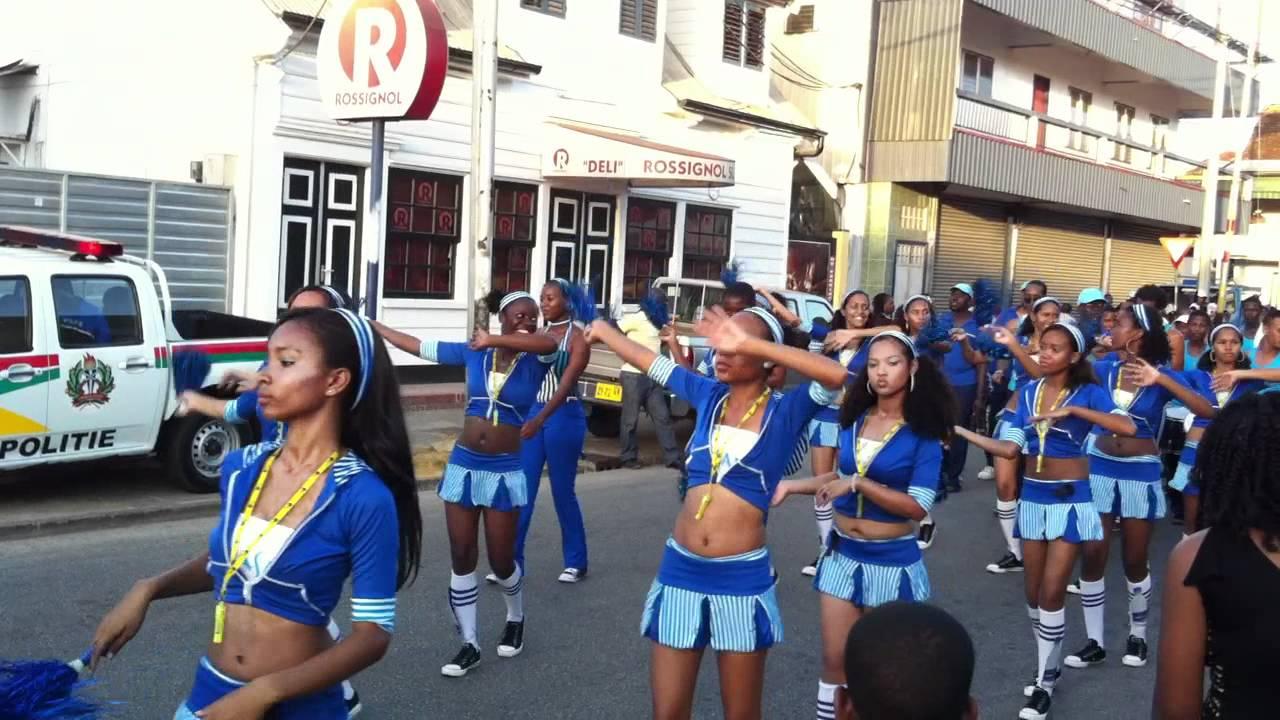 wandelmars Suriname - YouTube