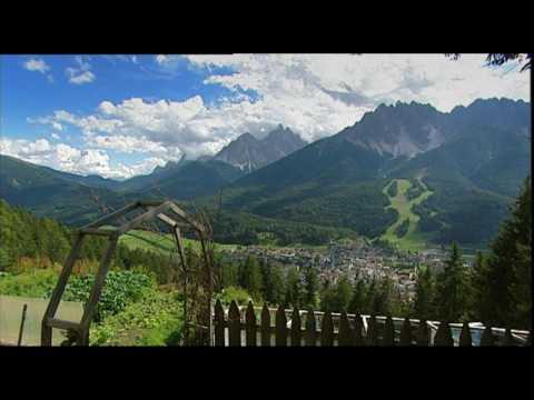 Glinzhof Bauernhof Urlaub Innichen Dolomiten Südtirol Roter Hahn