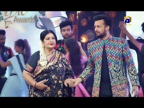 lux-style-awards-2019-|-atif-aslam-pays-tribute-to-shabnam---life-time-achievement-award