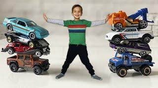 Марк развлекается в Детской Игровой Комнате и находит новые машинки Хот Вилс