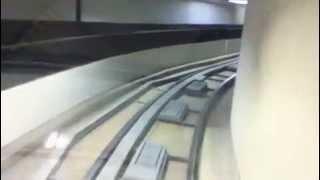 Bonito Viaje en Tren en el aeropuerto - Skywind007