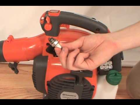 Changing The Spark Plug Husqvarna Handheld Leaf Blower Youtube