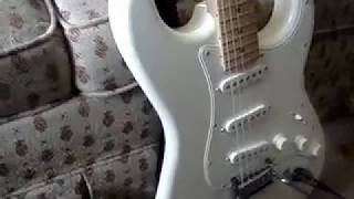 squier deluxe stratocaster olympic white