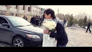 видео Парень сделал необычное предложение девушке с помощью ГАИ